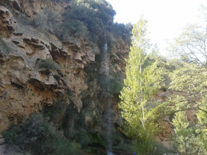 EL SALTO DE LA NOVIA.Este paraje situado en el rio Palancia está formado por un impresionante salto de agua de 30 metros. Aquí se ve la fuerza de las aguas que surgen y caen formando uno de los saltos más bonitos de España.